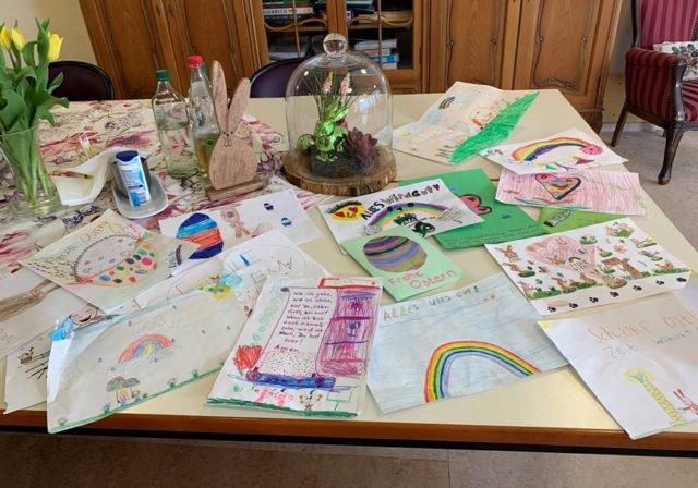 Die Senioren-WGs freuen sich zurzeit über viel Post - wie hier in den beiden WGs des St. Franziskus-Hauses in Oelde. Foto: Longinus-Nordhorn/SMMP